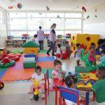 Auxiliar de Sala – Meio Período atendimento às crianças e na execução de atividades pedagógicas – Salário: R$ 1.272,11.
